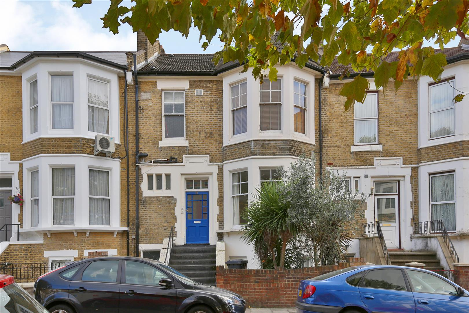 2 Bedrooms Flat for sale in Kyverdale Road, London